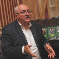 Эльдар Ахадов:  Пишу об истории, о природе,  взаимоотношениях между людьми, месте человека в этом мире