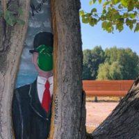В Москве художники помогают беречь деревья