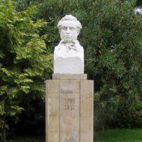 Сочи помнит историю про то, как перенесли памятник Пушкину, чтобы установить Сталину